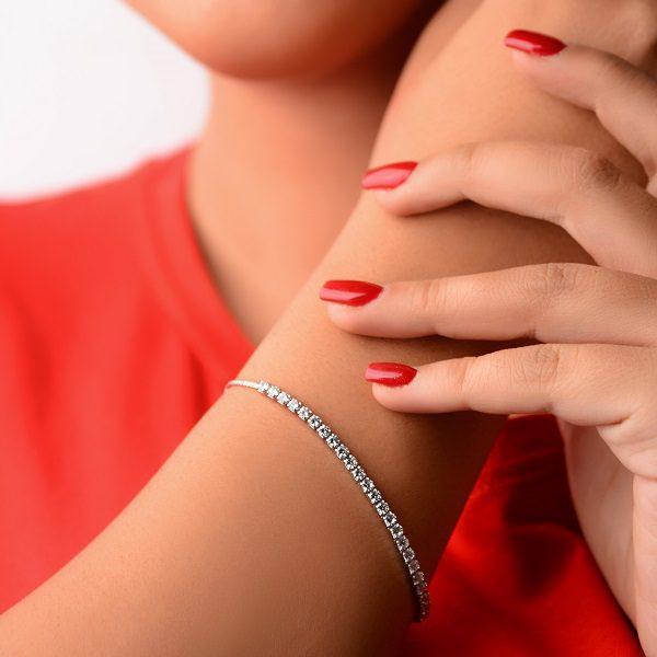 دستبند نگین دار بسیار زیبا