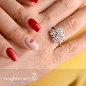 انگشتر نقره شبیه جواهر